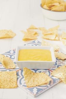 Wegański sos serowy z nachos