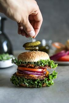 Wegańskie cheeseburger jedzenie fotografia przepis na receptę
