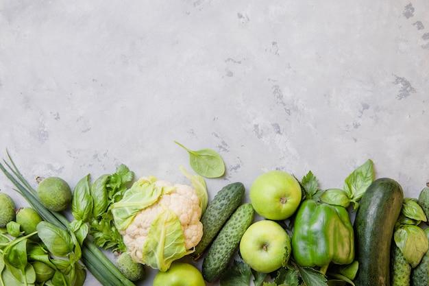 Wegańskie chili z fasolą i warzywami.