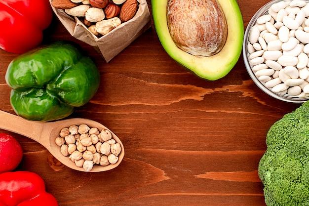 Wegańskie menu ze świeżymi warzywami