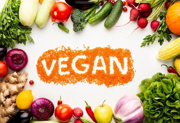 Wegańskie napisy z pysznymi warzywami