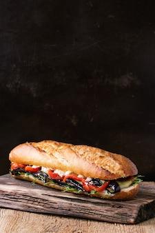 Wegetariańska kanapka z bagietką