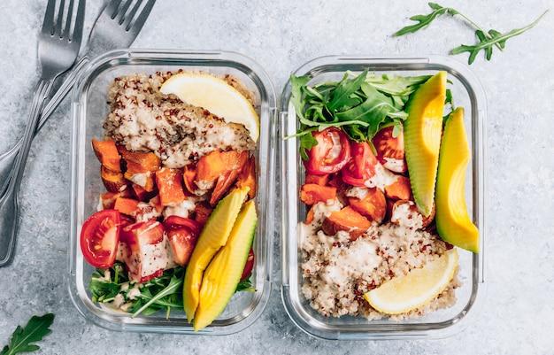 Wegetariański zdrowy posiłek przygotuj w pojemnikach