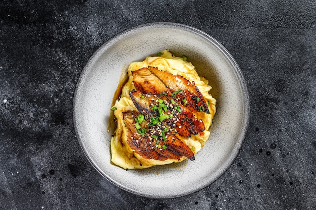 Węgorz japoński grillowany z ryżem lub unagi don