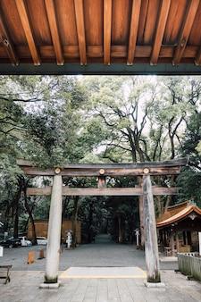 Wejście do bramy torii w japonii