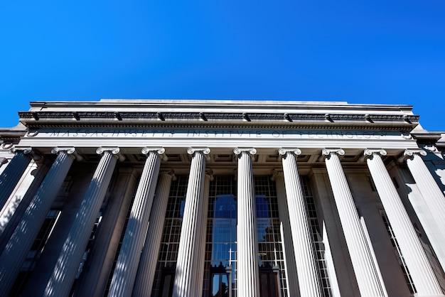Wejście do massachusetts institute of technology