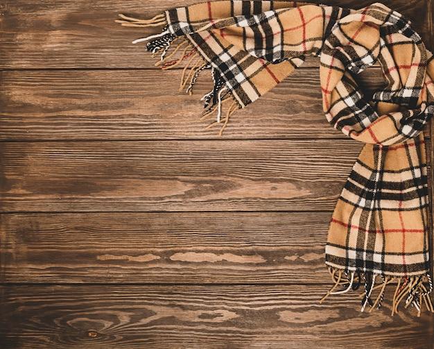 Wełniany szal z wzorem na drewnie brązowy