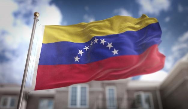 Wenezuela flaga 3d renderowania na tle błękitne niebo budynku