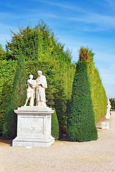 Wersal francja - 21 września piękny ogród wersal, francja na 21 września 2013 r. pałac w wersalu był pałacem królewskim - najpiękniejszym pałacem we francji i słowem