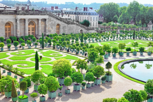Wersal francja, wrzesień, - 21 piękna królewska oranżeria wersal, francja na wrzesień 21, 2013. pałac wersal był królewskim pałacem najpiękniejszym pałacem we francji i słowie.