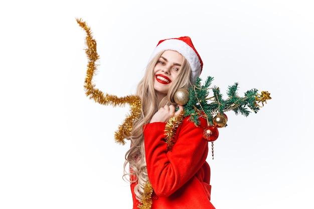 Wesoła kobieta ubrana jak santa świąteczne ozdoby świąteczne. zdjęcie wysokiej jakości
