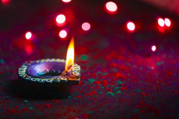 Wesołego diwali zapalona świeca