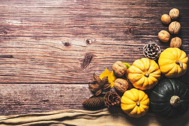 Wesołego święta dziękczynienia z dynią i nakrętką