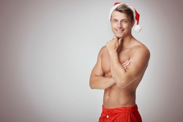 Wesoły człowiek w kapeluszu santa