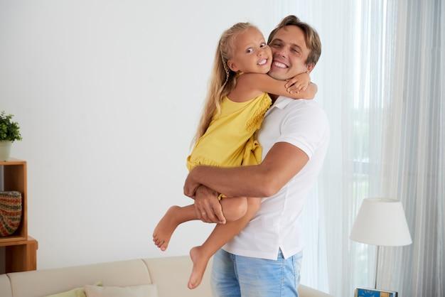 Wesoły ojciec i córka