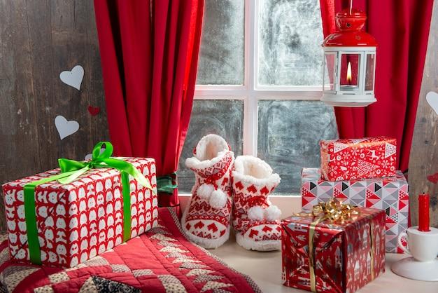 Wesołych świąt bożego narodzenia koncepcja pocztówkę z pantofle