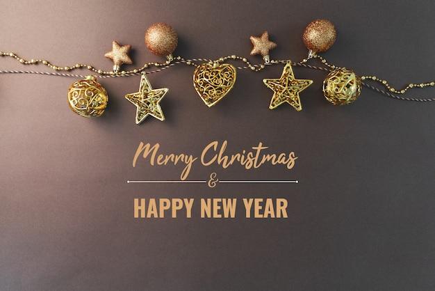 Wesołych świąt i szczęśliwego nowego roku ze złotymi bombkami