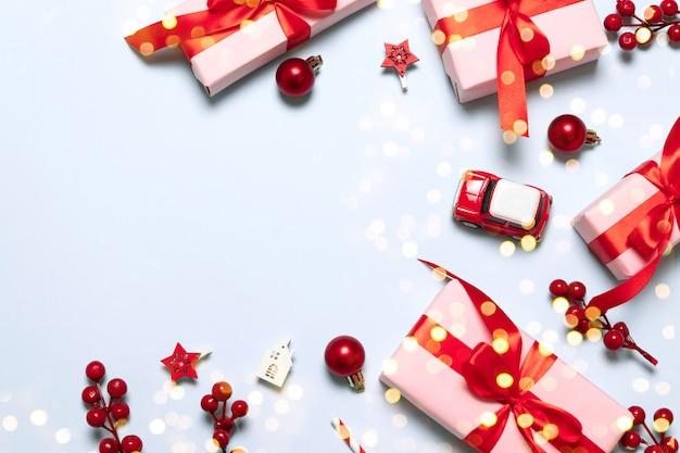 Wesołych świąt i wesołych świąt kartkę z życzeniami lub ramkę z prezenty