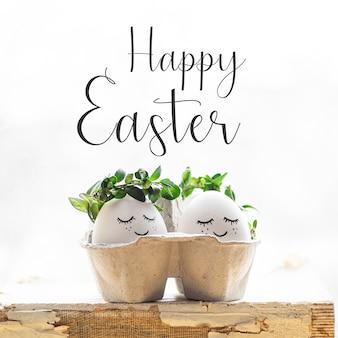 Wesołych świąt wielkanocnych. śliczne pisanki z pomalowaną twarzą w wieniec wiosenny z miejscem na tekst. wesołych świąt wielkanocnych.