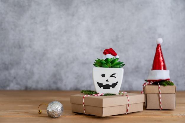Wesołych świątecznych dekoracji i koncepcji ozdoby szczęśliwego nowego roku.