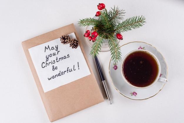 Wesołych świątecznych życzeń i życzeń - odręczny tekst z życzeniami na serwetce - obyś święta były cudowne