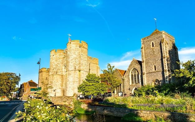 Westgate i guildhall na starym mieście canterbury w anglii