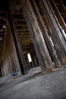 Wewnątrz zniszczonego domu po huraganie katrina, nowy orlean, luizjana