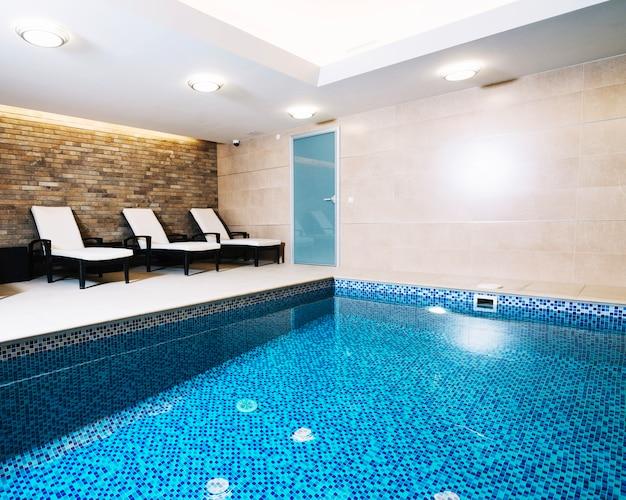 Wewnętrzny basen
