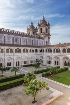 Wewnętrzny dziedziniec ogrodowy, religijny zamek alcobaca
