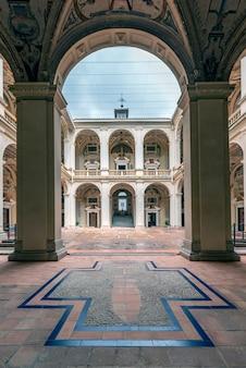 Wewnętrzny dziedziniec pałacu markiza santa cruz