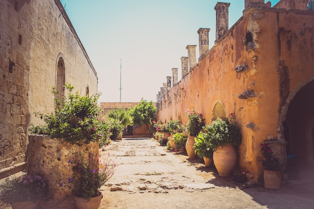 Wewnętrzny klasztor ogrodowy arkadi, kreta, grecja