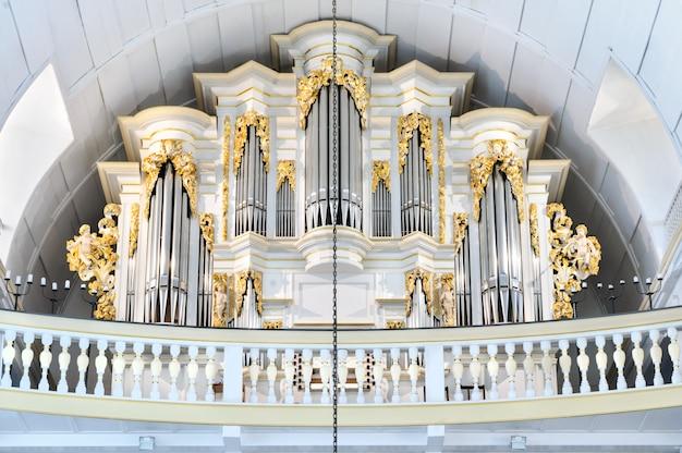 Wewnętrzny widok bach kościół w arnstadt, turyngia, niemcy