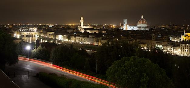 Wgląd nocy florencji, włoska panorama