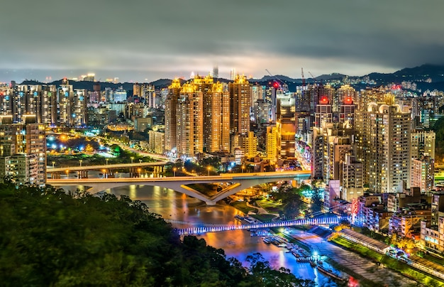 Wgląd nocy nowego miasta tajpej w xindian district, tajwan