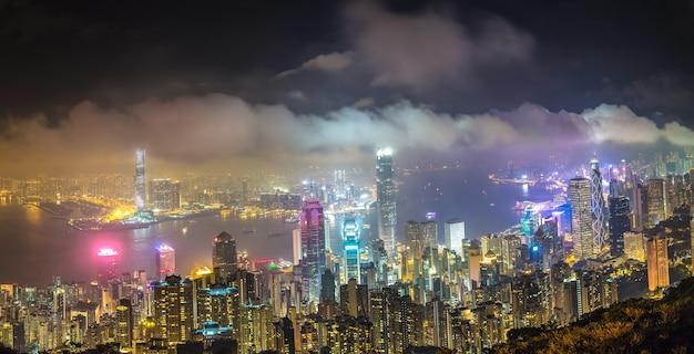 Wgląd nocy panoramiczny dzielnicy biznesowej hongkongu