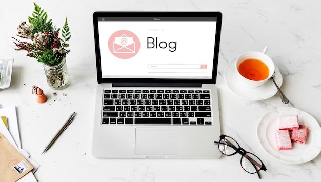 Wiadomość online blog czat komunikacja obwiednia koncepcja graficzna ikona