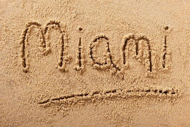 Wiadomość znak piasku plaży miami