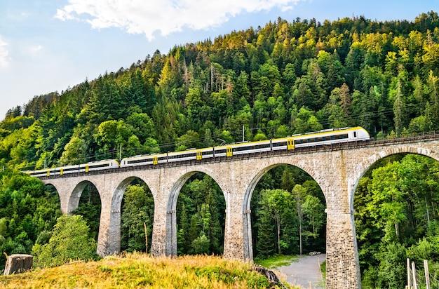 Wiadukt kolejowy ravenna bridge w schwarzwaldzie w niemczech