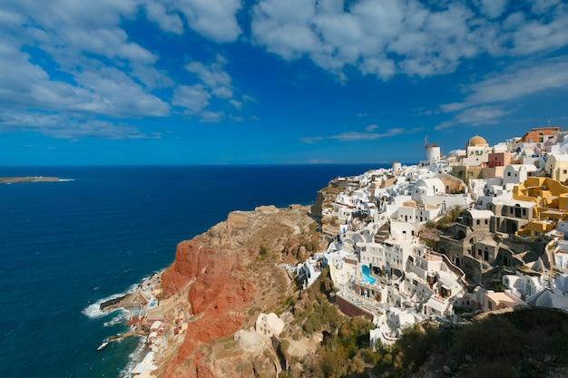 Wiatrak i białe domy, oia, santorini, grecja