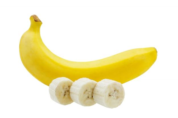 Wiązka bananów plasterek odizolowywający na białym tle
