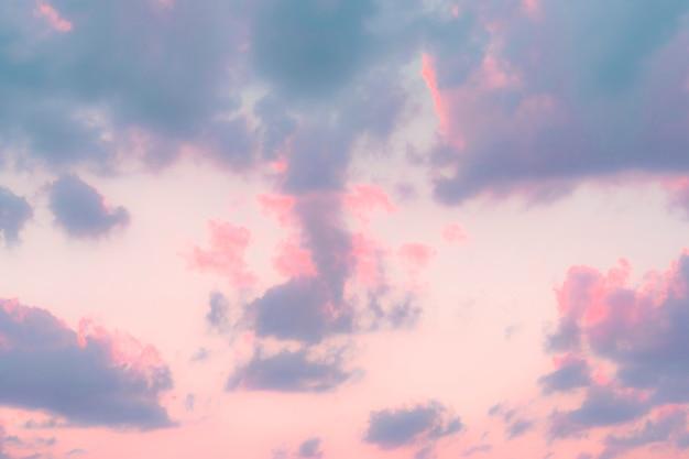 Wibrujące pastelowe niebo