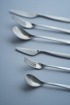 Widelce, łyżka i noże