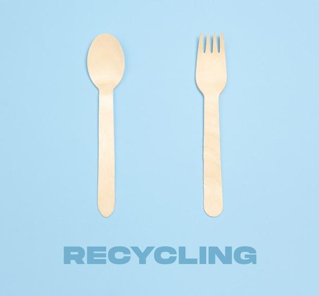 Widelec i łyżka ekologiczne życie wykonane z organicznego recyklingu rzeczy zastępują polimery, tworzywa sztuczne, analogi