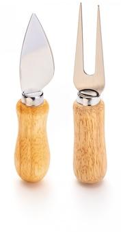Widelec i nóż do sera. specjalne sztućce do krojenia, jedzenia i nakłuwania serów.
