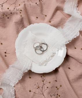 Widoczne z góry pierścienie i układ płyt