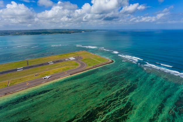 Widok antena strzelał nad bali wyspą lokalizować w bali, indonezja
