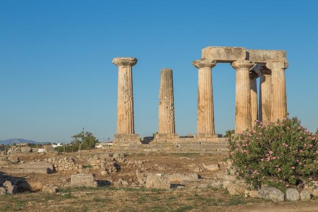 Widok antyczny korynt w grecja podczas lata