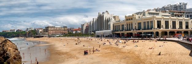 Widok biarritz miasto atlantyckim oceanem, francja