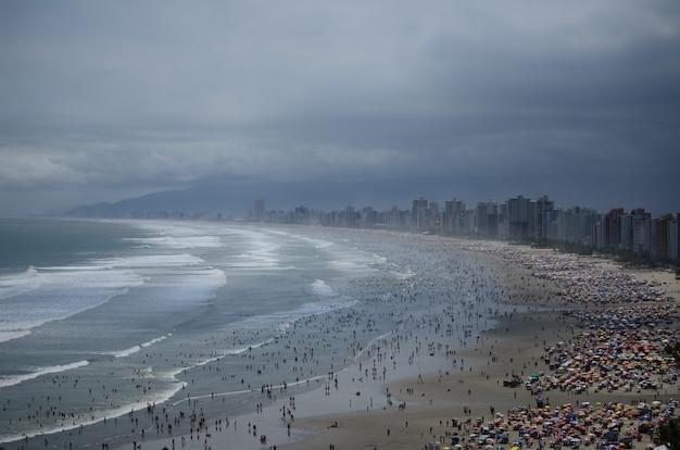 Widok brazylijska plaża przy latem
