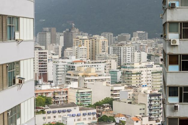 Widok budynków w sąsiedztwie botafogo w rio de janeiro brazylia.